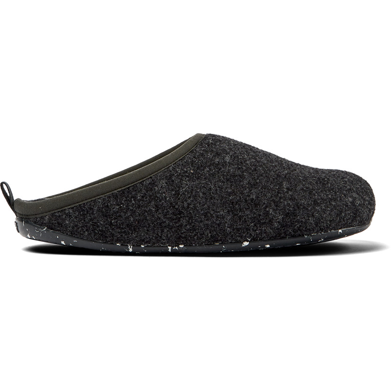 Camper Wabi, Slippers Men, Grey , Size 6 (US), 18811-033 - Upper: Natural textile (90% Wool) Color: Dark gray Outsole/Features: Rubber for good grip Lining: 74% Fabric (90% Wool - 10% Polyester) 26% Polyester - Dark gray wool mens slipper. With removable EVA insole and rubber outsole. Our Wabi mens slippers are an easy-to-wear style with soft cushioning and a cozy feel.