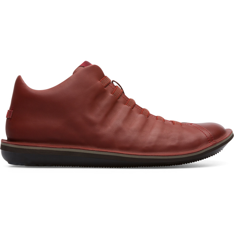 Camper Beetle, Casual shoes Men, Brown , Size 6 (US), 36678-067 - Upper: Calfskin Color: Red-brown Outsole/Features: EVA for lightweight Elastic straps for easy fit (67% Recycled PET - 33% Latex) Lining: 71% Fabric (100% Recycled PET) 29% Fabric (60% Nylon - 40% PU) Leather Working Group Certified - Red-brown lightweight sneaker for men. Full-grain leather upper and elastic laces. A Camper Icon that evolves with every season, our Beetle mens shoes are lightweight and flexible, with a sealed construction that combines an anatomic shape with original design.