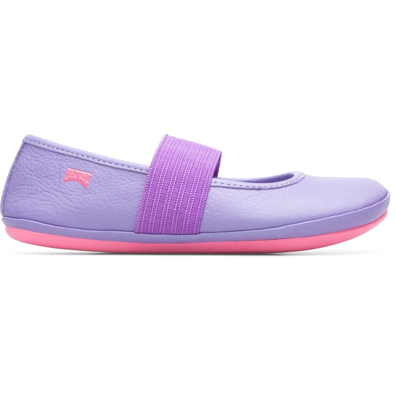 Camper Right, Ballerinas Kids, Purple , Size 32 (US), 80025-119 - Upper: Leather (Calfskin) Color: Pastel violet Outsole/Features: Stitched rubber outsole for durability and good grip Elastic straps for easy fit Insole: Anatomic removable for correct fit Lining: 44% Pigskin 37% Calfskin 10% Fabric (79% Recycled PET - 21% Latex) 9% Fabric (60% Nylon - 40% PU) Leather Working Group Certified - Pastel violet full-grain kids slippers with stitched rubber outsole and elastic band. Our Right girls ballerinas feature a playful shape and a flexible elastic strap that ensures these slipper-inspired flats wont slip off.