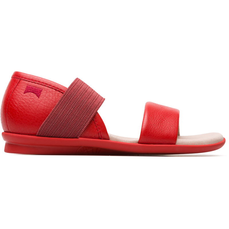 Camper Right, Sandals Kids, Red , Size 25 (US), K800041-007 - Smooth texturized leather Color: red Outsole: Rubber Added grip and flexibility with excellent shock resistance. Lining: 72 % Pigskin 28 % Fabric (60% Nylon - 40% PU) - Our Right girls sandals feature a playful shape and a flexible elastic strap that ensures these slipper-inspired flats wont slip off.